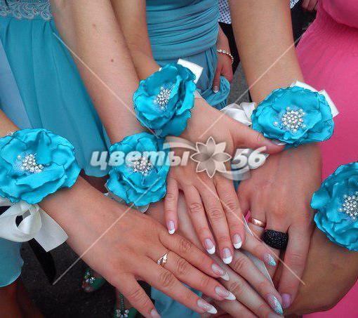 Цветы на руки подружкам невесты своими руками фото